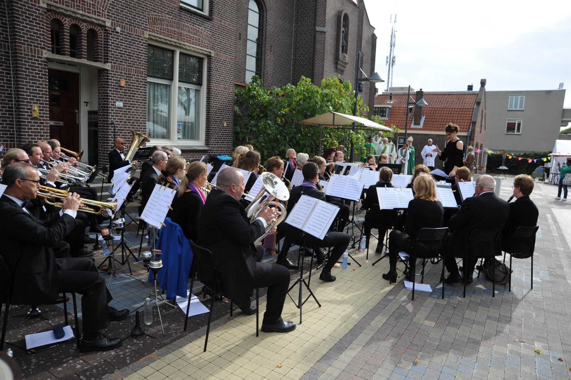 Concert door Muziekgezelschap Excelsior Hoofddorp